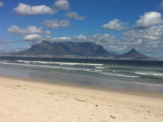 ‪‪Bloubergstrand Beach‬: Table Mountain and Lions Head from Bloubergstrand‬