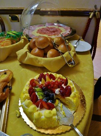 Residenza Canali ai Coronari: Breakfast spread