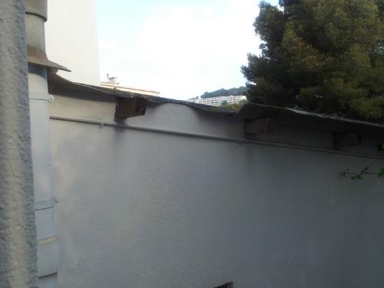 Hotel les Tritons: toit cassé