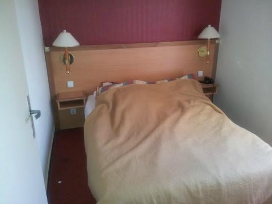 Hotel les Tritons: chambre minuscule