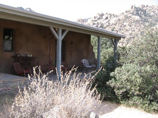 Cochise Stronghold, A Nature Retreat: Front Porch, entrance Agave Suite