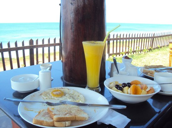 Blue Water Beach Resort: Breakfast