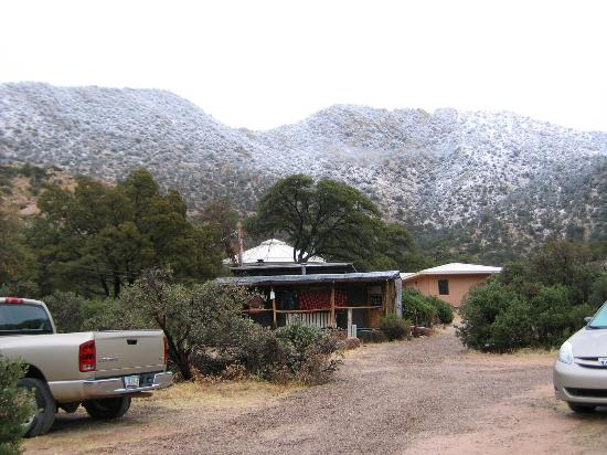 ‪‪Cochise Stronghold, A Nature Retreat‬: View of Cook Shack‬