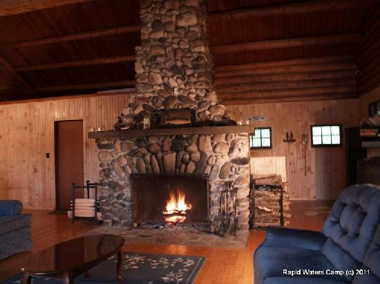 Rapid Waters Camp : Fireplace