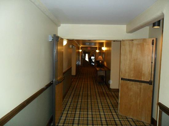 Rusty Parrot Lodge and Spa: Hallway on 3 floor
