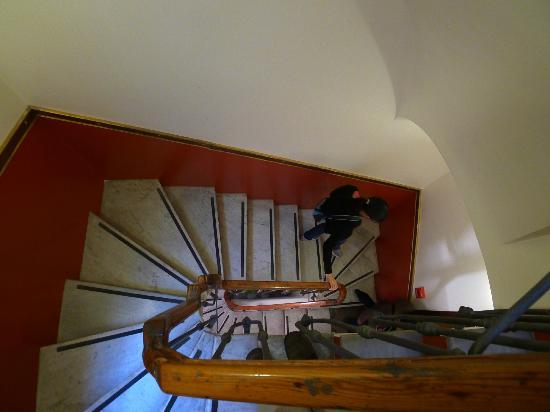 Residenza Canali ai Coronari: Main staircase