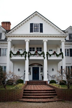 Inn at Warner Hall: Warner Hall at Christmas