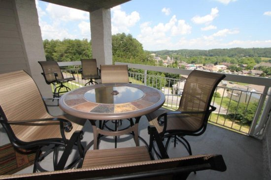 Whispering Pines Condominiums: Views! Views! Views!