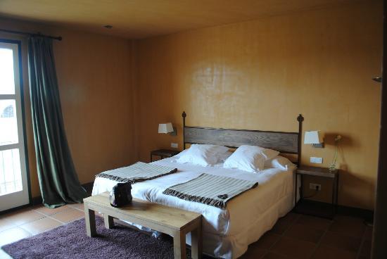 Fermoselle, Espanha: La cama, muy cómoda y amplia