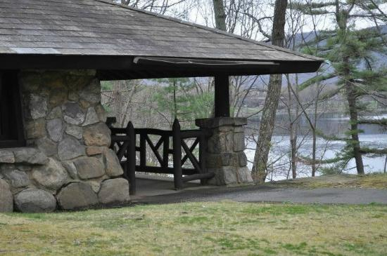 Bear Mountain Inn's Overlook Lodge : the lodge