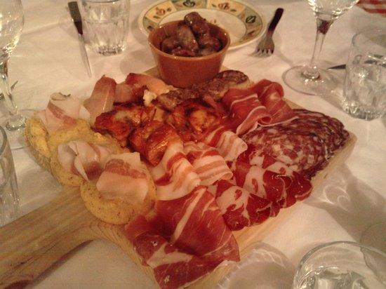 Sorisole, Италия: Antipasti ............Meravigliosi