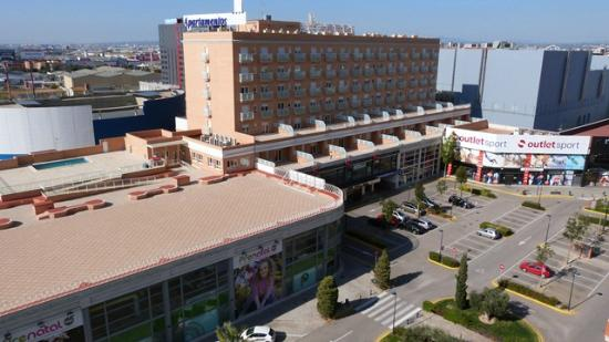 Hotel Albufera : View from hotel of commerical center opposite