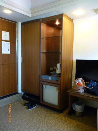 King Shi Hotel: cabinet!