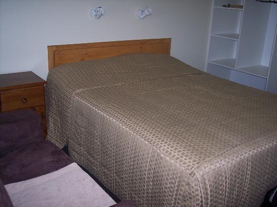 Wintersun Gardens Motel: letto grande e comodo