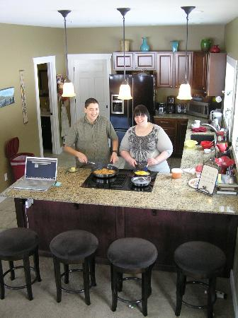 Granite Hills Inn: Bill and Paula preparing breakfast