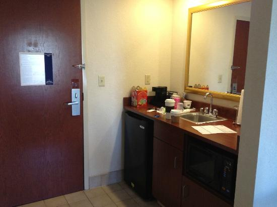 Hampton Inn & Suites Springfield - Southwest: Kitchenette area