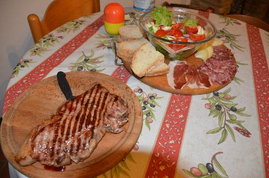 Agriturismo Il Vecchio Maneggio: Spuntino per 2 In stanza (Tagliere + Bistecca)