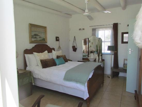 Salt Coast Fine Foods and Inn: lush double bed room