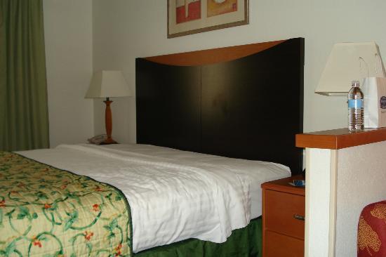 Fairfield Inn & Suites Victoria : Bedroom