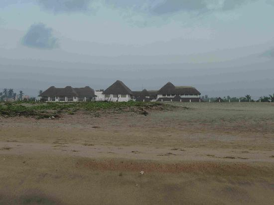 Le Pondy: view of resort from beach