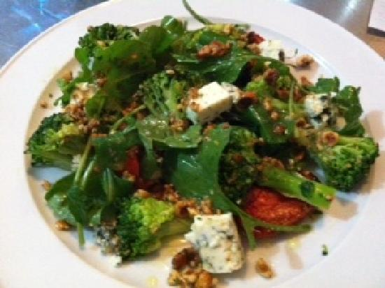 Essence Brasserie: Broccoli, slow roasted tomatoes, rocket & blue cheese & a toasted hazel nut dressing