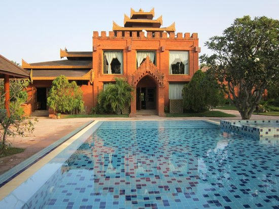 Myanmar Treasure Resort Bagan : Hotel and pool