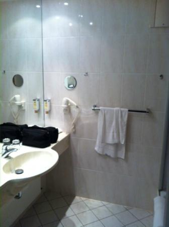 Hotel Kaiserhof: shower