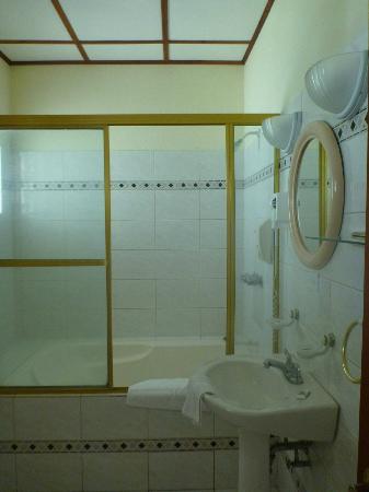 Hotel Las Tres Banderas: Baño