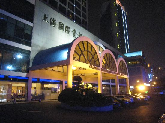 Hotel Equatorial Shanghai: View from the front of hotel!
