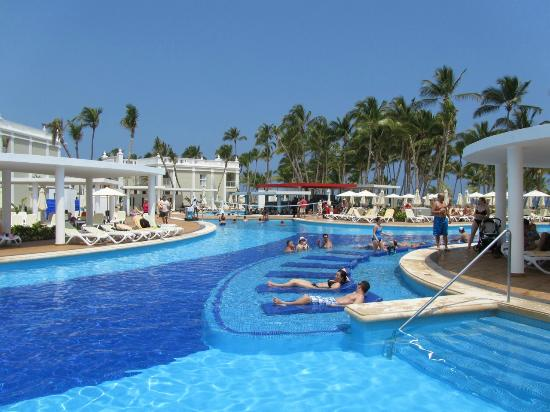 Main Pool Picture Of Hotel Riu Palace Bavaro Punta Cana Tripadvisor