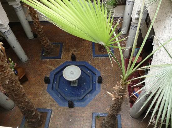 Riad Dar Al Kounouz: le patio vue du premier etage