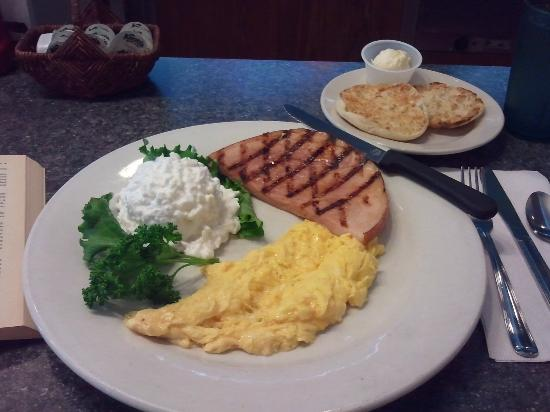 Perfect Grinder Restaurant San Pedro: Ham And Scrambled Eggs With Cottage Cheese