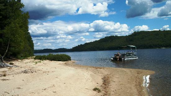 Camp Anjigami: A sand beach at the southern end of Lake Anjigami