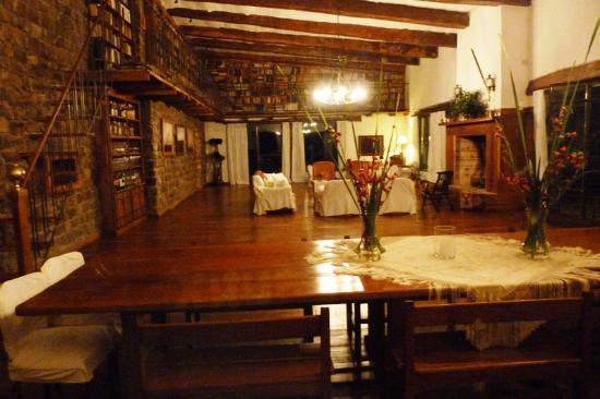 Torre del Guayaibi: un amplio ambiente, para la cena y la lectura