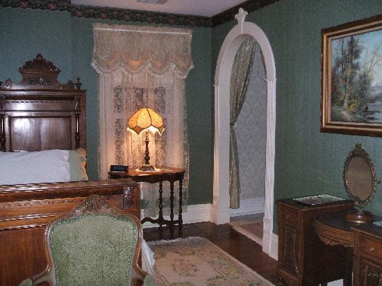 River Edge Mansion Bed and Breakfast: Seneca River Room
