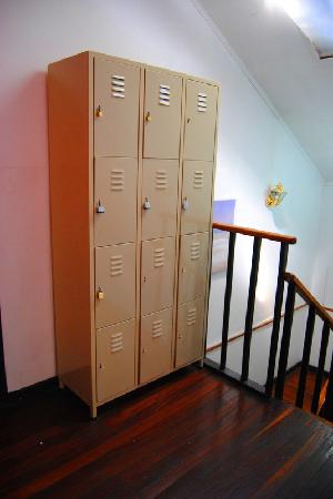 Castle Tam Hostel: Lockers