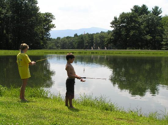 Wolff's Maple Breeze Resort: Fish in our stocked pond!