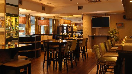 Harbour Hotel Galway: Watch live sports in the Habour Bar