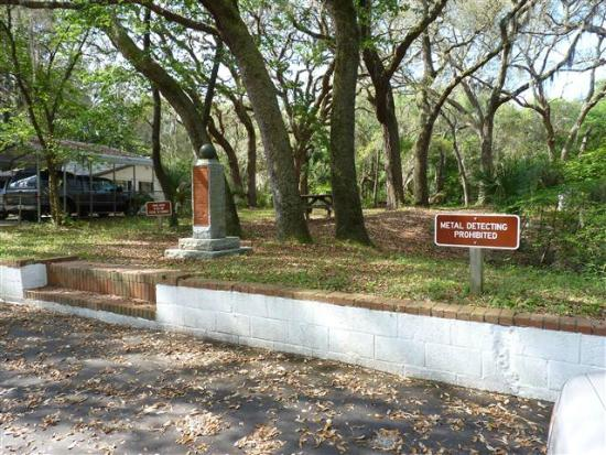 Yellow Bluff Fort: parking area