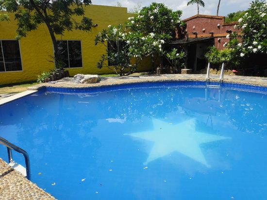Masi Camp Resort: น้ำขุ่นมาก