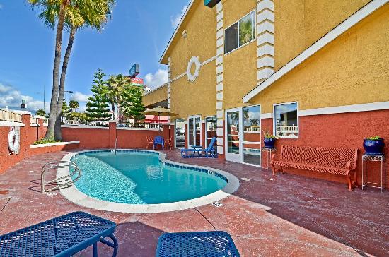 Quality Inn San Diego Miramar: Pool