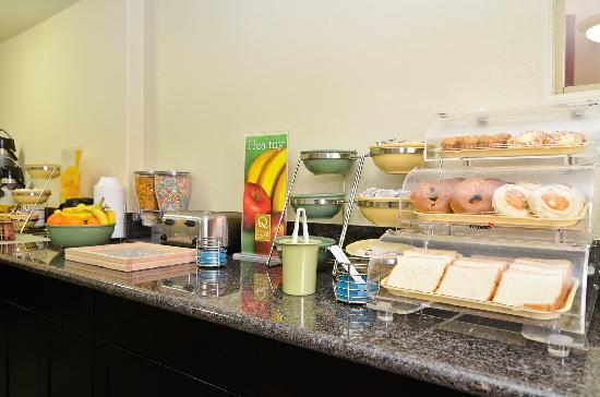 Quality Inn San Diego Miramar: Breakfast Bar