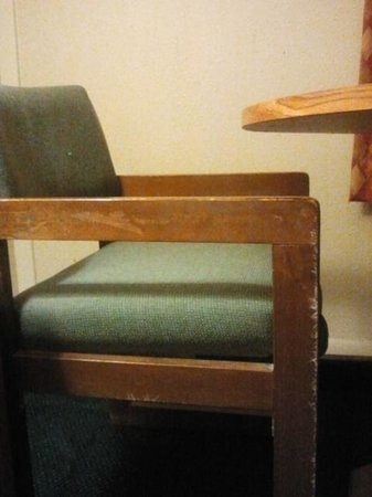Comfort Inn I-95 North: Well worn furnishings