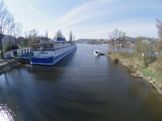 Botel Racek: View of the stern from a nearby bridge