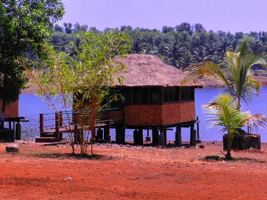 Kolad, Inde : cottage over water