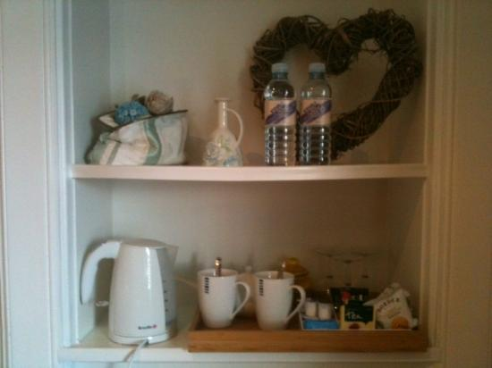 Glenuig House Bed & Breakfast: Details of the triple room