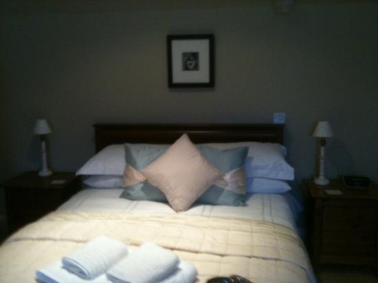 Glenuig House Bed & Breakfast : Details of the triple room
