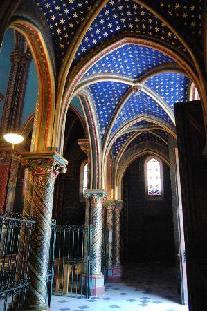 Hostellerie de l'Abbaye de Frigolet : edifice religieux de l'abbaye
