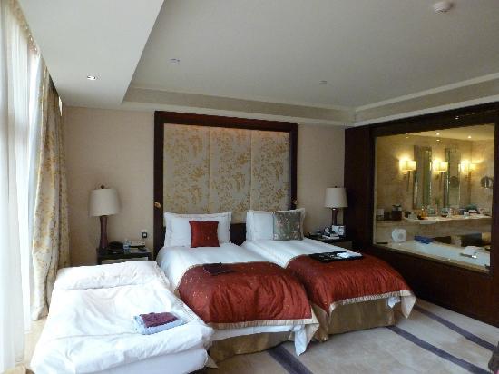 Fairmont Beijing : 'Three Bears Beds' - 2 x twins & a rollaway