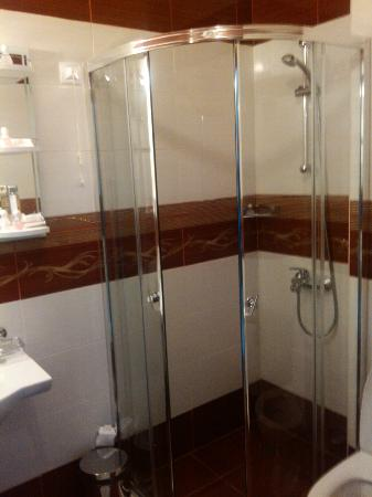 Hotel Aris: Bathroom